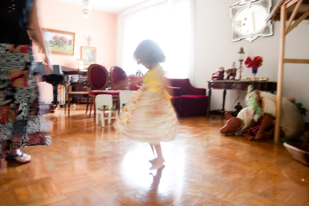 Belo Horizonte_MG, Brasil...Garota dancando...A girl dancing...Foto: LEO DRUMOND / NITRO