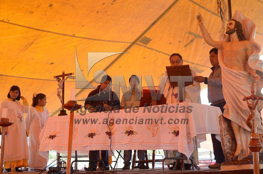 Toluca, México.- Con más de 30 años de tradición, los pobladores de San Mateo Oxtotitlán realizaron una misa en el Parque Sierra Morelos, ésto en conmemoracion al Domingo de Resurrección de la Semana Santa. Agencia MVT / Arturo Hernández S.