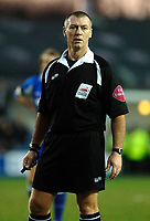 Photo: Daniel Hambury.<br />Millwall FC v Wolverhampton Wanderers. Coca Cola Championship. 21/01/2006.<br />Referee Clive Penton.