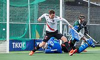 AMSTELVEEN -  Wiegert Schut (Adam) juicht bij 6-1. keeper Mark Ingram (Rdam)  bij 6-1 tijdens de hoofdklasse hockeywedstrijd Amsterdam-HC Rotterdam (7-1).     COPYRIGHT KOEN SUYK