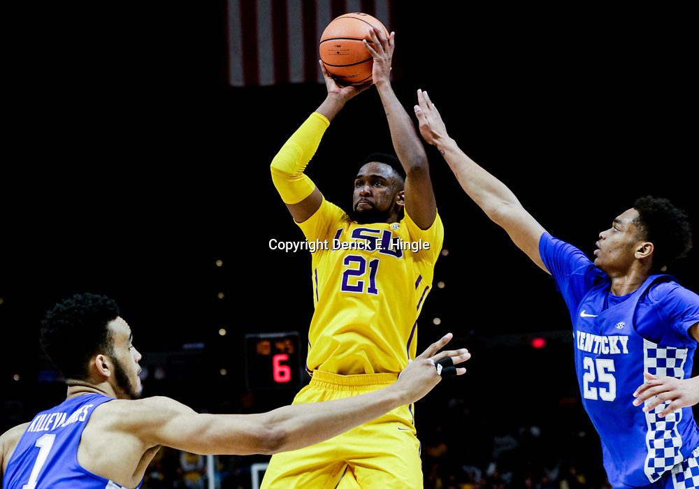Jan 3, 2018; Baton Rouge, LA, USA; LSU Tigers forward Aaron Epps (21) shoots over Kentucky Wildcats forward PJ Washington (25) and forward Sacha Killeya-Jones (1) during the second half at the Pete Maravich Assembly Center. Kentucky defeated LSU 74-71.  Mandatory Credit: Derick E. Hingle-USA TODAY Sports