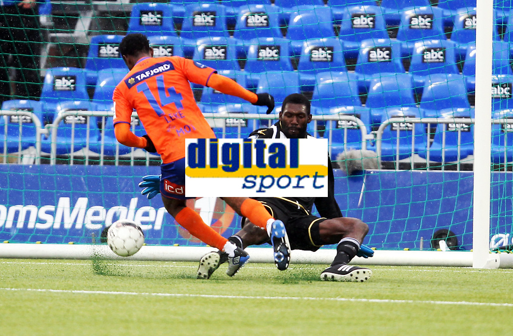 Fotball , 14. april 2013 , Tippeligaen , Eliteserien<br /> Sarpsborg - Aalesund 0-2<br /> <br /> keeper Duwayne Kerr, Sarpsborg<br /> Leke James , Aalesund