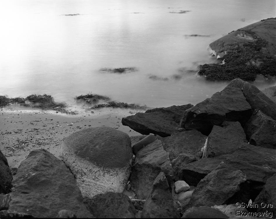 Leitaneset 23102011. Vannet slår innover fjøresteinene på Leitaneset.<br /> <br /> Foto: Svein Ove Ekornesvåg