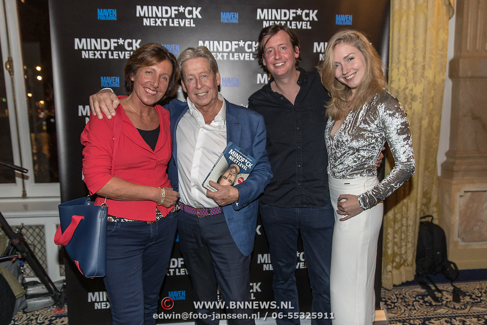 NLD/Amsterdam/20191125 - Boekpresentatie Victor Mids, Hans Kazan met partner Wendy en zoon Renzo met partner Mara