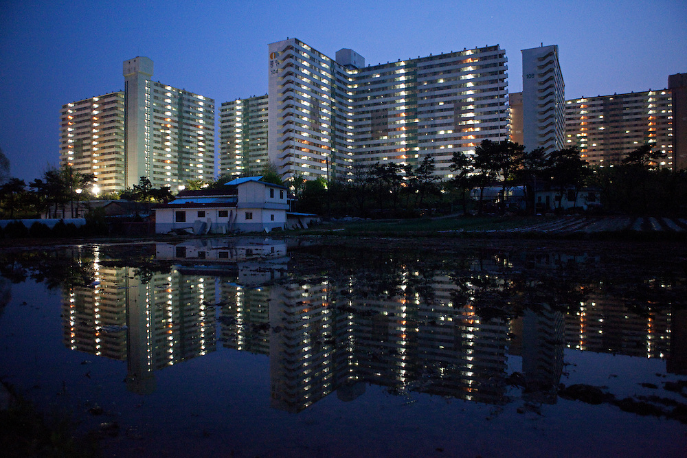 Anseong/South Korea, Republic of Korea, KOR,27.04.2009: High-rise buildings mirrored in a rice field located in Anseong about 80 Km from Seoul. Anseong/Suedkorea, Republik Korea, KOR, 27.04.2009: Hochhaeuser gespiegelt in einem Reisfeld in der Naehe von Anseong - ung. 80 Km von Seoul gelegen.
