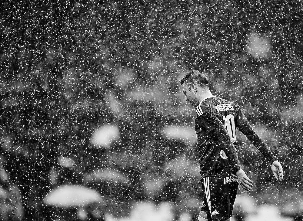 SEVILLE, SPAIN - DECEMBER 04:  (EDITORS NOTE: This image has been processed using digitals filters) Iago Aspas of RC Celta de Vigo reacts during La Liga match between Real Betis Balompie an RC Celta de Vigo at Benito Villamarin Stadium on December 4, 2016 in Seville, Spain.  (Photo by Aitor Alcalde Colomer/Getty Images)