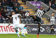 Portugal, FUNCHAL : Porto's Cameroon midfielder Aboubakar (L )  vies with Nacional´s Egyptian midfielder Aly Ghazal   (R ) during Portuguese league football match Nacional vs F.C. Porto at the Madeira stadium in Funchal on December 13, 2015.  LUSA / GREGORIO CUNHA