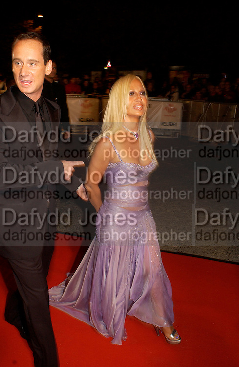 Donatella  Versace, Fashion Rocks in aid of the Princes trust, royal albert Hall, 15  october 2003.   © Copyright Photograph by Dafydd Jones 66 Stockwell Park Rd. London SW9 0DA Tel 020 7733 0108 www.dafjones.com