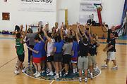DESCRIZIONE : Alba Adriatica Nazionale Femminile Allenamento con i ragazzi di Special Crabs<br /> GIOCATORE : Team<br /> SQUADRA : Nazionale Italia Donne<br /> EVENTO : Raduno Collegiale Nazionale Femminile <br /> GARA : <br /> DATA : 23/05/2009 <br /> CATEGORIA : <br /> SPORT : Pallacanestro <br /> AUTORE : Agenzia Ciamillo-Castoria/C.De Massis