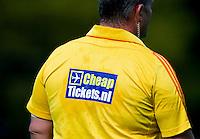 BILTHOVEN - Scheidsrechter met Cheaptickets.nl sponsoring  , zondag tijdens de hoofdklasse competitiewedstrijd tussen de vrouwen van SCHC en MOP (5-0). COPYRIGHT KOEN SUYK