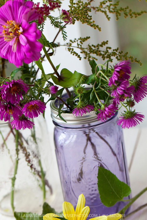 Arranging flower bouquets in mason jars