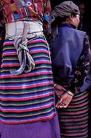 Nepal - Region du Solu-Khumbu - Zone de l'Everest - femmes d'ethnie Sherpa en tenue traditionnelle