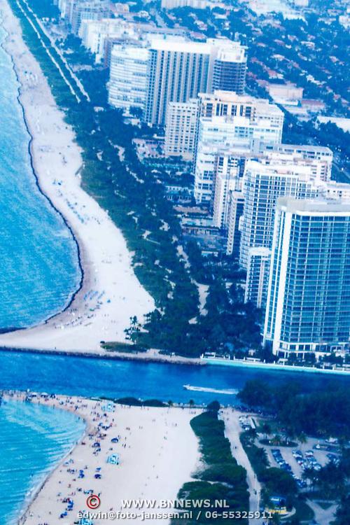 USA/Miami/20150808 - Rondvlucht boven Miami, kustlijn South Beach
