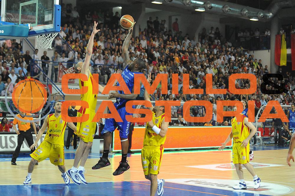 DESCRIZIONE : Frosinone Lega A2 2009-10 Playoff Finale Gara 1 Prima Veroli Banco di Sardegna Sassari<br /> GIOCATORE : Marcelus Kemp<br /> SQUADRA : Banco Di Sardegna Sassari<br /> EVENTO : Campionato Lega A2 2009-2010<br /> GARA : Prima Veroli Banco di Sardegna Sassari<br /> DATA : 06/06/2010<br /> CATEGORIA : Tiro<br /> SPORT : Pallacanestro <br /> AUTORE : Agenzia Ciamillo-Castoria/GiulioCiamillo<br /> Galleria : Lega Basket A2 2009-2010 <br /> Fotonotizia : Frosinone Campionato Italiano Lega A2 2009-2010 Playoff Finale Gara 1 Prima Veroli Banco di Sardegna Sassari<br /> Predefinita :