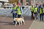 Nederland, Arnhem, 15-10-2014De oogvereniging lopt door het centrum van de stad tijdens de Dag van de Witte Stok, Week van de toegankelijkheid.FOTO: FLIP FRANSSEN/ HOLLANDSE HOOGTE