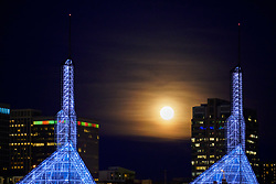 The Wolf Moon rises behind the Convention Center in Portland, Ore., on January 1, 2018. It is first of two supermoons for the month and according to NASA it is the biggest and brightest of the year. (Photo by Alex Milan Tracy/Sipa USA)