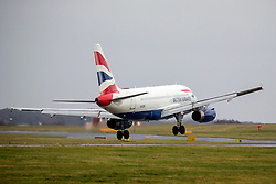 © Licensed to London News Pictures. 10/12/2019. Leeds UK. A British Airways aircraft arriving from London Heathrow struggles to land in strong crosswinds at Leeds Bradford Airport this morning as Storm Brendan begins to batter the UK. Photo credit: Andrew McCaren/LNP