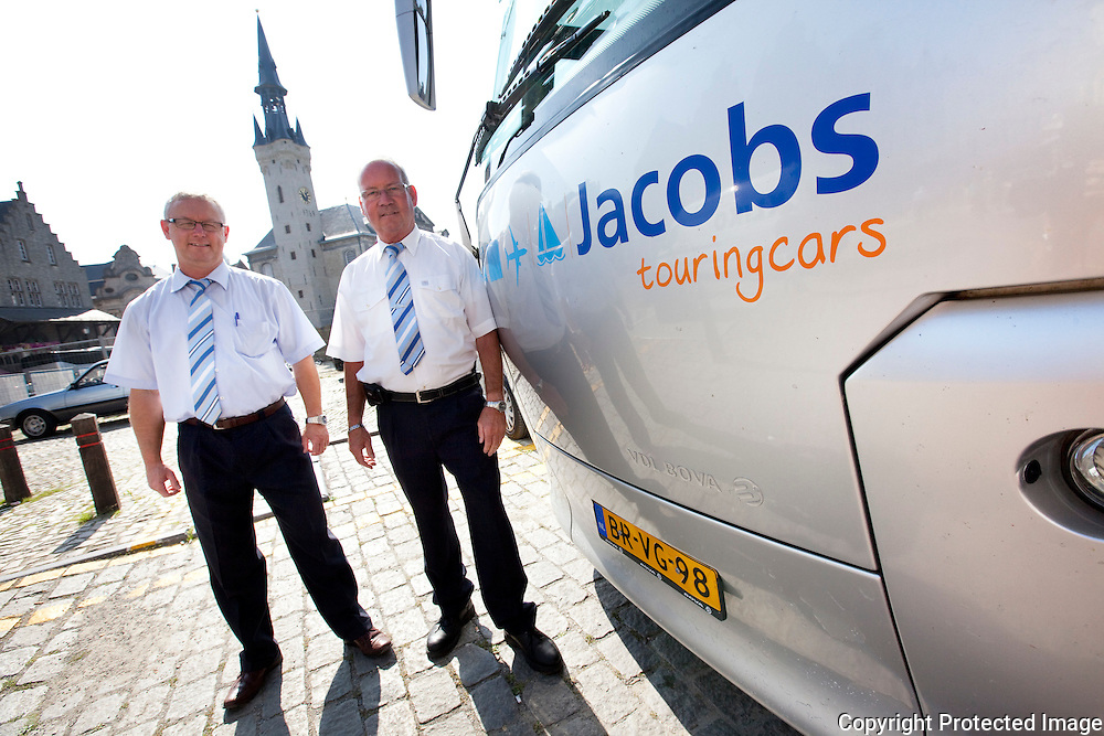 361099-Toerisme op de grote markt van Lier-Jan Wijnands en Henk buschauffeurs