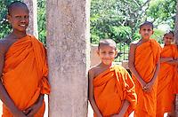 Sri Lanka - Jeunes moines (novices) à Anuradhapura<br /> Young monks in Anuradhapura - Sri Lanka