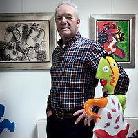 Nederland, Hazerswoude , 28 april 2015.<br /> Voormalige toptennisser Tom Okker in zijn kunsthandel Tom Okker Art in Hazerswoude.<br /> Foto:Jean-Pierre Jans