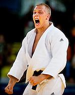 LONDEN - Judoka Henk Grol schreeuwt nadat hij in de klasse tot 100 kilogram in de eerste herkansingsronde te sterk is gebleken voor Lukas Krpalek. Grol gooide de Tsjech binnen een minuut op zijn rug en won zo met ippon. Grol heeft nog een overwinning nodig om zich van brons te verzekeren.
