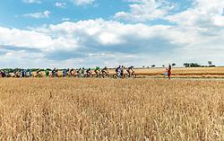04.07.2017, Pöggstall, AUT, Ö-Tour, Österreich Radrundfahrt 2017, 2. Etappe von Wien nach Pöggstall (199,6km), im Bild Peloton beim Buffet // during the 2nd stage from Vienna to Pöggstall (199,6km) of 2017 Tour of Austria. Pöggstall, Austria on 2017/07/04. EXPA Pictures © 2017, PhotoCredit: EXPA/ JFK