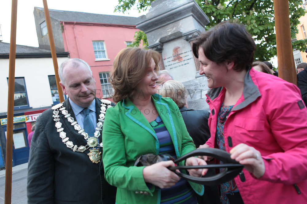 XXjob 12/05/2013 NEWS.Pictured at Clonakilty square to welcome Kilmeen Drama Group as they make their way home after their historic three in a row overall win in the All Ireland Drama Finals at Athlone over the weekend. L-R The Mayor of Clonakilty, Cllr. Cionnaith Ó Súilleabháin, Best actress Nora Scannell & fan and friend Sinead Meade. (Clonakilty) admiring the bog oak carving prize..Picture: Emma Jervis..