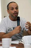 Diego Bianchi, alias Zoro,.Forum sulle «belle bandiere» al giornale L'Unità.Le belle bandiere. I valori a cui non rinunciare. Le novità da mettere in campo subito per rilanciare il Pd.