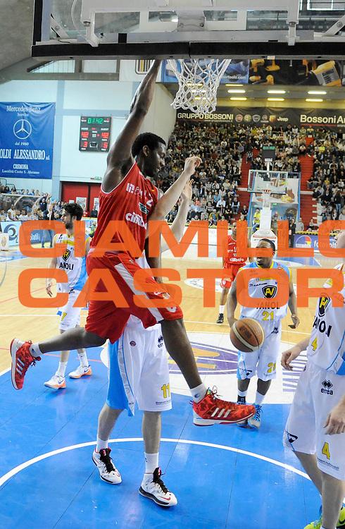 DESCRIZIONE : Cremona Lega A 2012-13 Vanoli Cremona Cimberio Varese<br /> GIOCATORE : Bryant Dunston<br /> SQUADRA : Cimberio Varese<br /> EVENTO : Campionato Lega A 2012-2013<br /> GARA :  Vanoli Cremona Cimberio Varese<br /> DATA : 21/04/2013<br /> CATEGORIA : Schiacciata <br /> SPORT : Pallacanestro<br /> AUTORE : Agenzia Ciamillo-Castoria/A.Giberti<br /> Galleria : Lega Basket A 2012-2013<br /> Fotonotizia : Cremona Lega A 2012-13 Vanoli Cremona Cimberio Varese<br /> Predefinita :