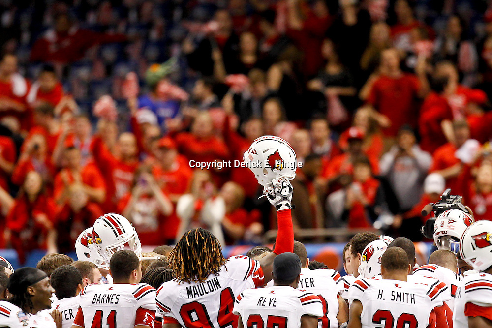 Jan 2, 2013; New Orleans, LA, USA; Louisville Cardinals players huddle together prior to kickoff of the Sugar Bowl against the Florida Gators at the Mercedes-Benz Superdome.  Mandatory Credit: Derick E. Hingle-USA TODAY Sports