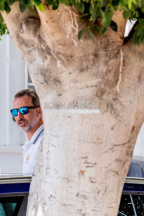 31-7-2017 PALMA DE MALLORCA - Spain's King Felipe VI and crew members of Aifos ship as they compete in the 36th King's Sailing Cup in Palma de Mallorca, Mallorca island, Balearic Islands, Spain, 31 July 2017 COPYRIGHT ROBIN UTRECHT