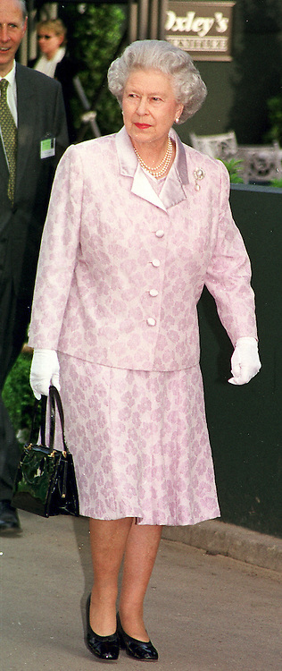 HM THE QUEEN at the Chelsea Flower show in <br /> London on 22nd May 2000.OEJ 6