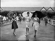 Fashion models at the Dublin Horse Show at the RHS..08.08.1961