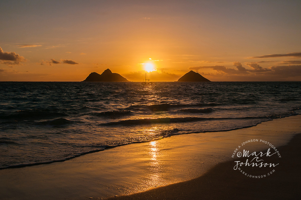 Sun rising behind the Mokulua Islands, Lanikai, Kailua Bay, Oahu, Hawaii
