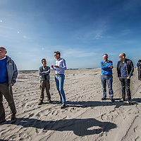 Nederland, Lelystad, 24 september 2016.<br /> Op zaterdag 24 september 2016 zet staatssecretaris Martijn van Dam van Economische Zaken (natuur) als eerste voet op de Marker Wadden. Natuurmonumenten legt samen met Rijkswaterstaat en Boskalis de komende jaren een archipel aan eilanden aan, die de natuur in het Markermeer een enorme impuls gaat geven. De staatssecretaris brengt samen met natuur- en watersportliefhebbers een bezoek aan het eerste eiland van dit innovatieve en grootschalige natuurproject. Dit eerste eiland omvat circa 250 hectare. De eerste fase van Marker Wadden omvat in totaal zo&rsquo;n 800 hectare, boven- en onderwaternatuur, en moet klaar zijn in 2020.<br /> Op de foto: Staatsecretaris Martijn van Dam en zijn gevolg zet voet aan de grond van de eerste Marker eiland.<br /> <br /> <br /> Netherlands, Lelystad, September 24, 2016<br /> On Saturday, September 24th 2016 Martijn van Dam, secretary of Economic Affairs (nature) first sets foot on the Marker Wadden. Natuurmonumenten lays together with Rijkswaterstaat and Boskalis (Royal Boskalis Westminster N.V. is a leading global services provider operating in the dredging, maritime infrastructure and maritime services sectors) an archipelago of islands in the coming years that will give nature in the Markermeer a huge boost.<br /> Natuurmonumenten (Dutch Society for Nature Conservation) is going to restore one of the largest freshwater lakes in western Europe by constructing islands, marshes and mud flats from the sediments that have accumulated in the lake in recent decades. These 'Marker Wadden' will form a unique ecosystem that will boost biodiversity in the Netherlands. (source: www.natuurmonumenten.nl)<br /> The Secretary reunites with nature and water sports enthusiasts visiting the first island of this innovative and large-scale conservation project. This first island comprises approximately 250 hectares. The first phase of Marker Wadden comprises a total of 800 hectares, above and underwater nature, and should be ready in 2020.<br /> In the photo: Minist