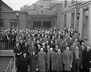 17/02/1953<br /> 02/17/1953<br /> 17 February 1953<br /> Fine Gael Ard Fheis at the Mansion House, Dublin. Picture shows the attending delegates at the Ard Fheis, posing outside the Mansion House.