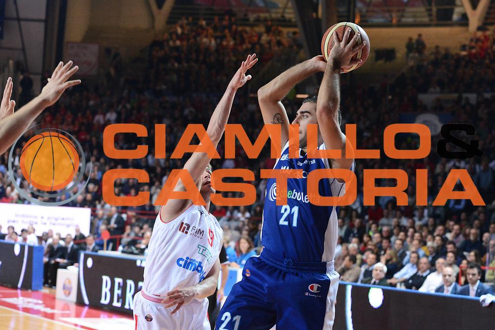 DESCRIZIONE : Varese Lega A 2012-13 Cimberio Varese cheBolletta Cantu<br /> GIOCATORE :  Pietro Aradori<br /> CATEGORIA : tiro<br /> SQUADRA : cheBolletta Cantu<br /> EVENTO : Campionato Lega A 2012-2013<br /> GARA : Cimberio Varese cheBolletta Cantu<br /> DATA : 29/10/2012<br /> SPORT : Pallacanestro <br /> AUTORE : Agenzia Ciamillo-Castoria/GiulioCiamillo<br /> Galleria : Lega Basket A 2012-2013  <br /> Fotonotizia : Varese Lega A 2012-13 Cimberio Varese cheBolletta Cantu<br /> Predefinita :