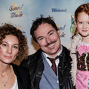 NLD/Den Bosch/20141123- Premiere Musical The Sound of Music, Casper Burgi en partner Barbara Sander en dochter