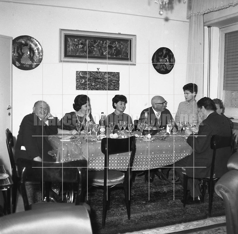Rome, 1961. Secretary of Italian Socialist Party Pietro Nenni at home lunching with his family / Roma, 1961. Il leader del partito socialista Pietro Nenni nella sua casa a tavola con la famiglia - Marcello Mencarini Historical Archives
