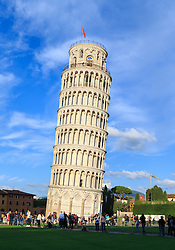 THEMENBILD - Der Turm war als freistehender Glockenturm (Campanile) für den Dom in Pisa geplant. 12 Jahre nach der Grundsteinlegung am 9. August 1173, als der Bau bei der dritten Etage angelangt war, begann sich der Turmstumpf in Richtung Südosten zu neigen. Daraufhin ruhte der Bau rund 100 Jahre. Die nächsten vier Stockwerke wurden dann mit einem geringeren Neigungswinkel, als den bereits bestehenden gebaut, um die Schieflage auszugleichen. Danach musste der Bau nochmals unterbrochen werden, bis 1372 auch die Glockenstube vollendet war. Hier im Bild schiefe Turm (Campanile). Aufgenommen am 17. Oktober 2015 // The Leaning Tower of Pisa (Italian: Torre pendente di Pisa) or simply the Tower of Pisa (Torre di Pisa) is the campanile, or freestanding bell tower, of the cathedral of the Italian city of Pisa, known worldwide for its unintended tilt. It is situated behind the Cathedral and is the third oldest structure in Pisa's Cathedral Square (Piazza del Duomo) after the Cathedral and the Baptistery. The tower's tilt began during construction, caused by an inadequate foundation on ground too soft on one side to properly support the structure's weight. The tilt increased in the decades before the structure was completed, and gradually increased until the structure was stabilized (and the tilt partially corrected) by efforts in the late 20th and early 21st centuries. Pictured on October 17. 2015 in Pisa, Italy. EXPA Pictures © 2015, PhotoCredit: EXPA/ Johann Groder