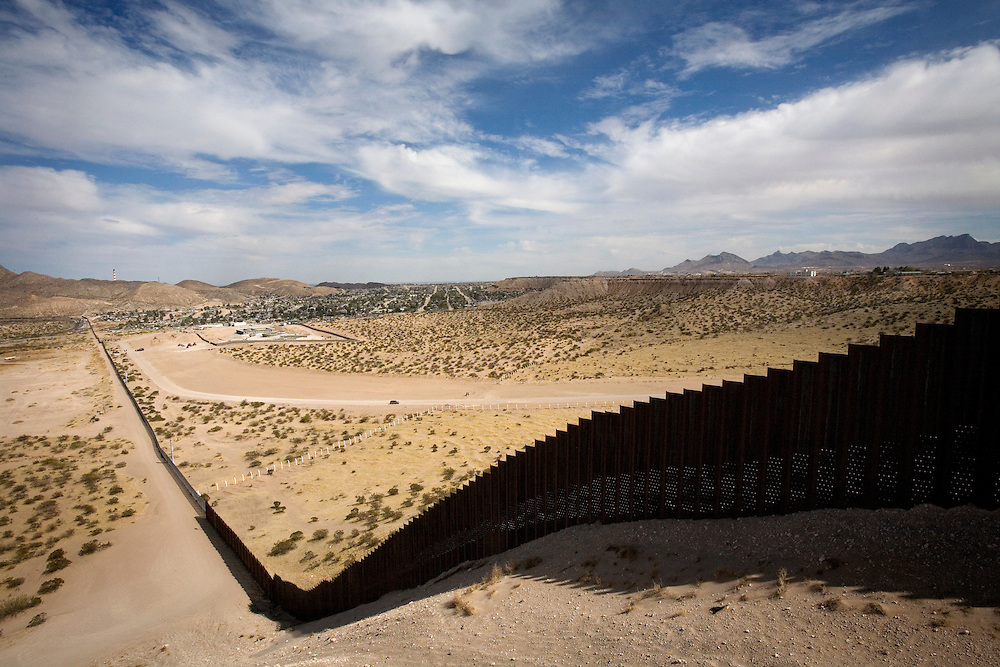 The wall at the border between the U.S.A and Mexico next to the city of El- Paso and the Mexican city of Juarez<br />