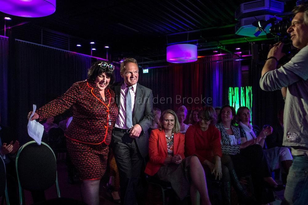 Nederland, Groningen , Hanze Plaza 20130528. Eric Jansen is de winnaar van prijs De Hak tijdens bijeenkomst zakenvrouwen (She Vent) in Hanze Plaza. foto: Pepijn van den Broeke