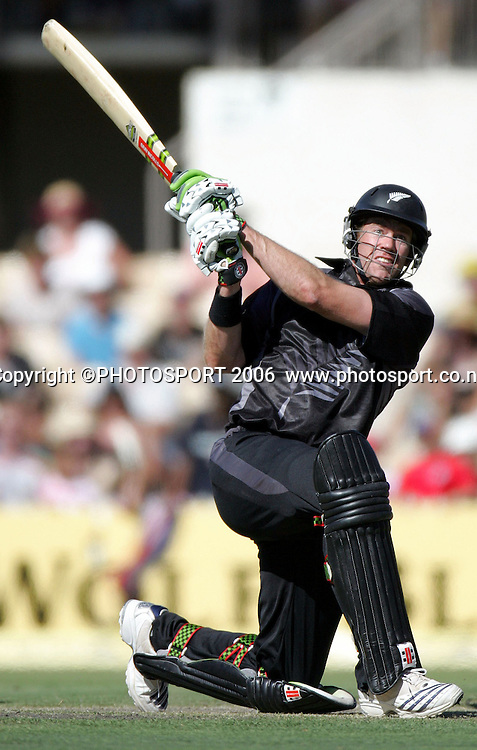 New Zealand all-rounder Jacob Oram batting during his innings of 86 in the one day international cricket match between New Zealand and England at the Adelaide Oval, Adelaide, Australia, on Tuesday 23 January, 2007. New Zealand won the match by 90 runs. Photo: Andrew Cornaga/PHOTOSPORT<br /> <br /> 230107 batsman