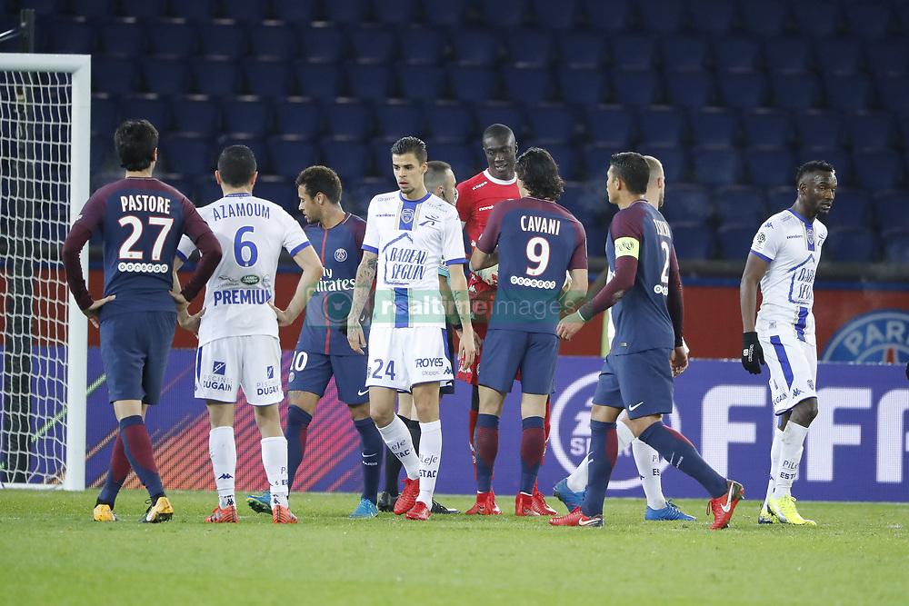 November 29, 2017 - Paris, Ile de France, France - Mamadou SAMASSA (ESTAC TRYOYES) conteste l arbite pour l atribution du penalty que Edinson Roberto Paulo Cavani Gomez (psg) (El Matador) (El Botija) (Florestan) tirera, Thiago Silva (PSG), Neymar da Silva Santos Junior - Neymar Jr (PSG), Karim AZAMOUM (ESTAC TRYOYES), Javier Matias Pastore  (Credit Image: © Panoramic via ZUMA Press)