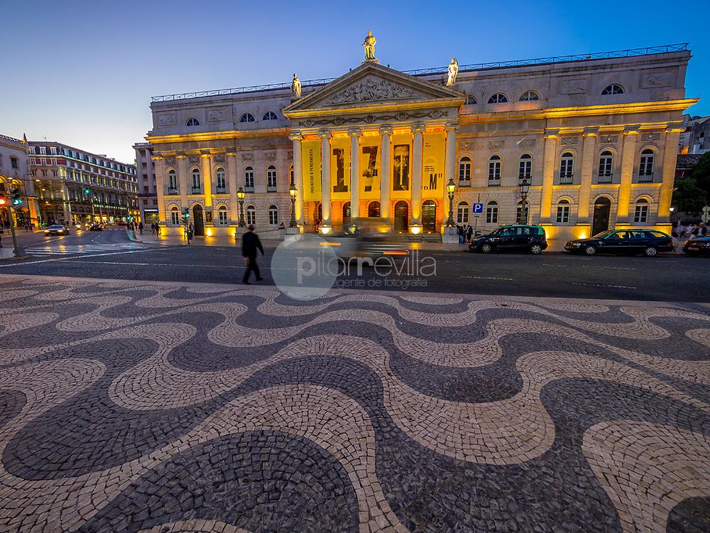 Fachada del Teatro Nacional Doña María II, Plaza do Rossio, Lisboa ©Country Sessions Country Sessions / PILAR REVILLA