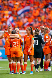 07-07-2019 FRA: Final USA - Netherlands, Lyon<br /> FIFA Women's World Cup France final match between United States of America and Netherlands at Parc Olympique Lyonnais. USA won 2-0 / Lineth Beerensteyn #21 of the Netherlands, Kika van Es #5 of the Netherlands, Lieke Martens #11 of the Netherlands