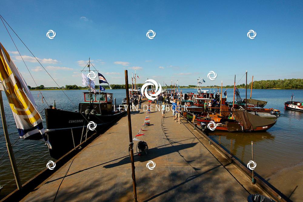 AALST - Voor het eerst dit jaar is er in Aalst een Maritiem georganiseerd met diversen Rondvaarten, Visbakken, Stationaire Scheepsmotoren en nog veel meer.  FOTO LEVIN DEN BOER - PERSFOTO.NU