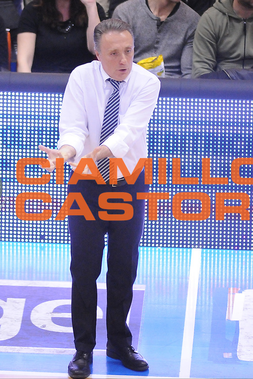 DESCRIZIONE : Brindisi  Lega A 2014-15 Enel Brindisi Giorgio Tesi Group Pistoia<br /> GIOCATORE : Bucchi Piero <br /> CATEGORIA : Allenatore Coach Mani <br /> SQUADRA : Enel Brindisi<br /> EVENTO : Enel Brindisi Giorgio Tesi Group Pistoia<br /> GARA :Enel Brindisi Giorgio Tesi Group Pistoia<br /> DATA : 04/04/2015<br /> SPORT : Pallacanestro<br /> AUTORE : Agenzia Ciamillo-Castoria/M.Longo<br /> Galleria : Lega Basket A 2014-2015<br /> Fotonotizia : <br /> Predefinita :