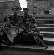 20/06/1961<br /> 06/20/1961<br /> 20 June 1961<br /> The 35th Battalion prepare to leave for the Congo. Some of the troops reading the day's news at Collins Barracks?, Dublin.