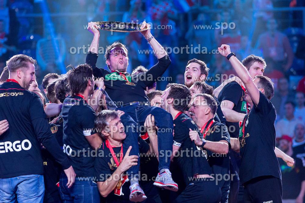 31.01.2016, Tauron Arena, Krakau, POL, EHF Euro 2016, Deutschalnd vs Spanien, Siegerehrung, im Bild Deutschland freut sich ueber den Sieg der Europameisterschaft 2016<br /><br />Die Spieler lassen Dagur Valdimar Sigurdsson (Trainer) hoch leben // during the award winner ceremony of 2016 EHF Euro at the Tauron Arena in Krakau, Poland on 2016/01/31. EXPA Pictures &copy; 2016, PhotoCredit: EXPA/ Eibner-Pressefoto/ Koenig<br /> <br /> *****ATTENTION - OUT of GER*****